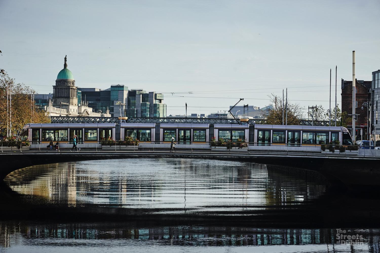 Luas crossing the rosie Hackett Bridge