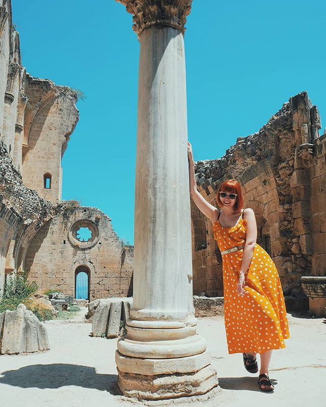 It might have been 36 degrees, but I was determined to go explore the absolutely beautiful Bellapais Abbey 🙌 In the tiniest little village, it felt like we'd been transported back in time...and melted in the sun 🌞