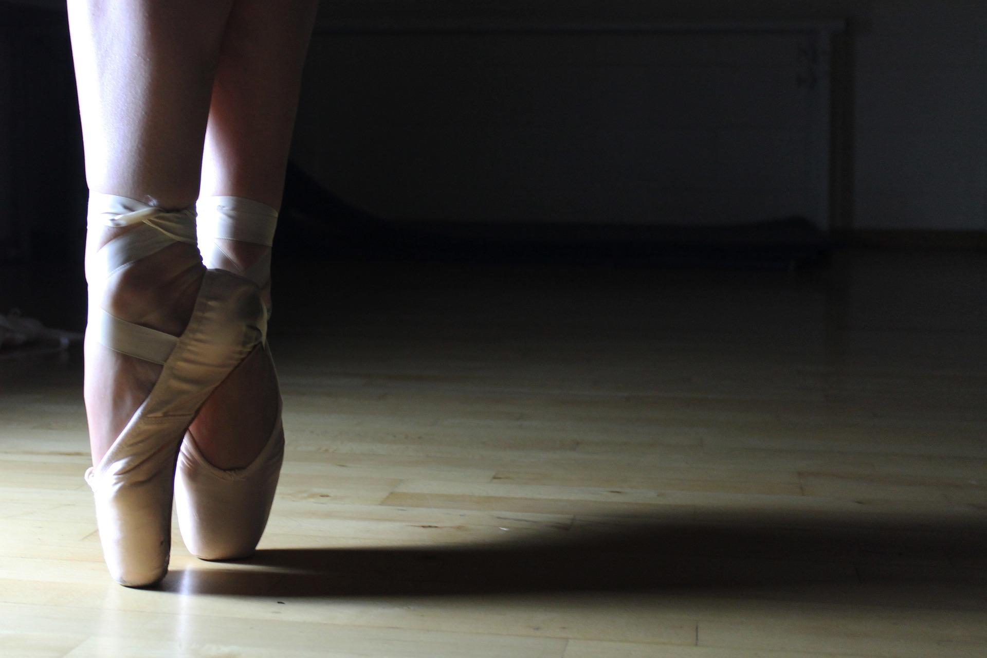 ballet-2042851_1920.jpg
