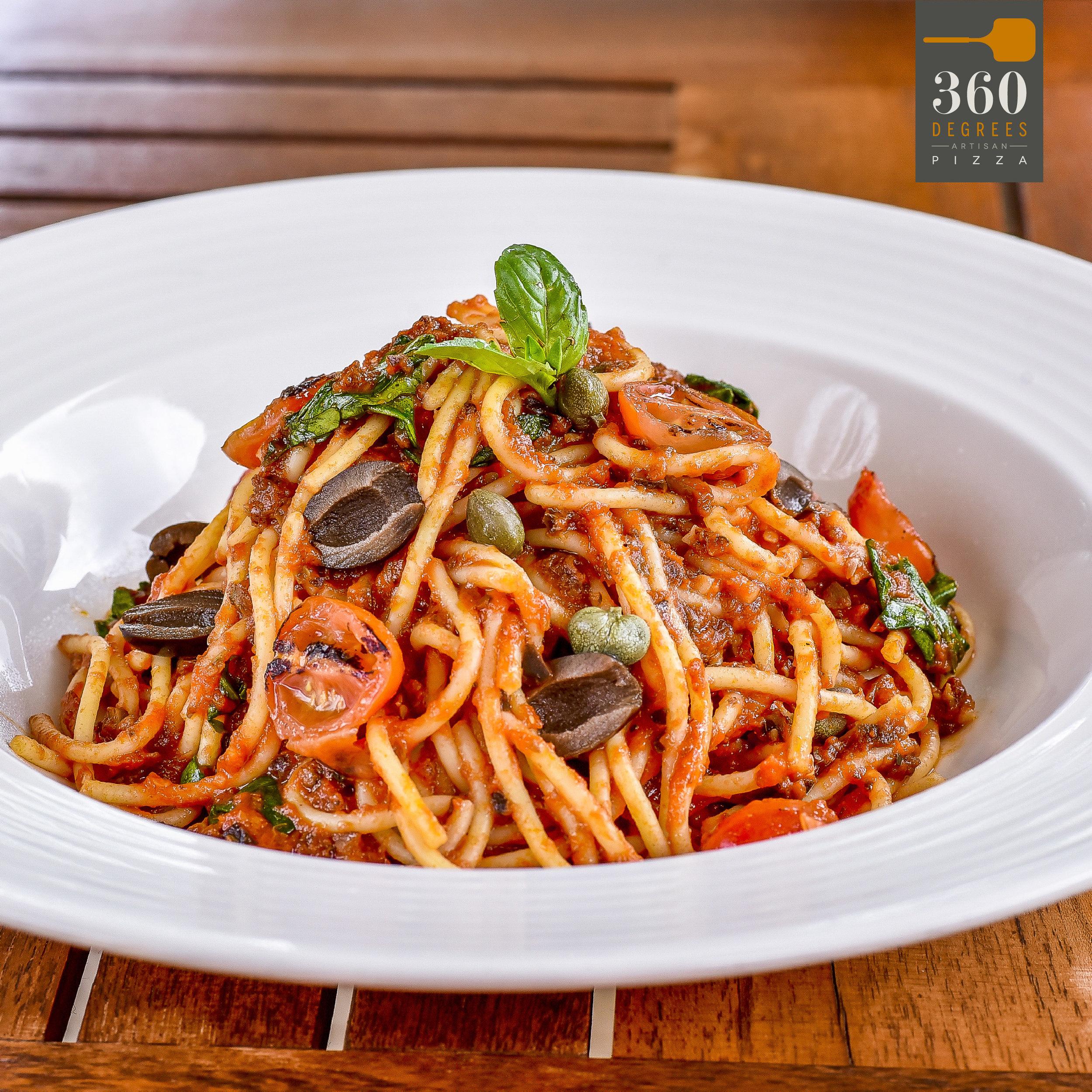 Spaghetti puttanesca-01.jpg
