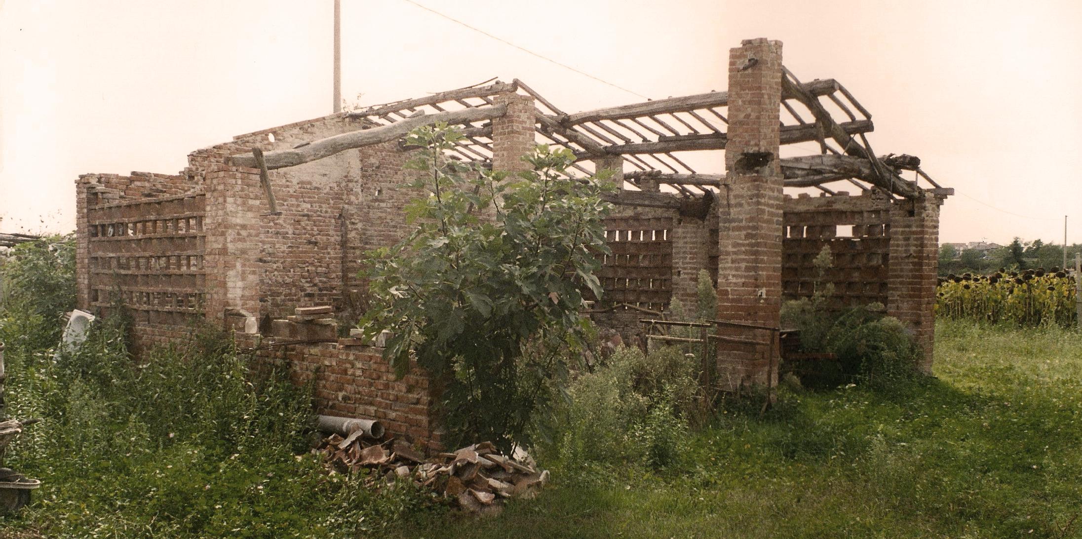 Podere Bello nel 1994, prima del restauro.