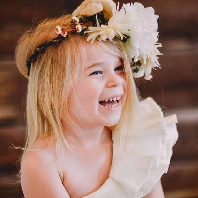 Mother's Day Mini's are this Sunday! Baby girls in Mama's wedding dress. Are you signed up?! #babiesinwhitedresses #mothersdayminis #5thandmarketphotography