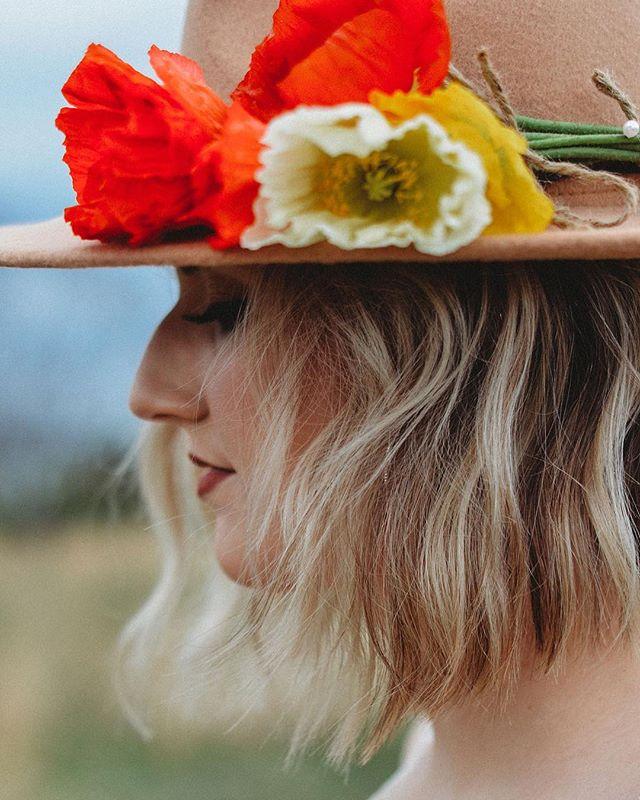 A sneak sneak of my self-styled shoot. #unintendedtonguetwister #poppys #flowerporn #bridalstyledshoot #frederickmdphotographer #frederickmdweddingphotographer #5thandmarketphotography #smalpresets