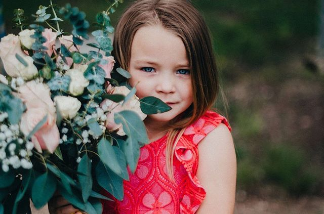 Emma was my little model at this past  weekends wedding. I mean..can you blame me for pulling her aside to hold the bouquet? 😍. #5thandmarketphotography #frederickmdweddings #frederickmdweddingphotographer #childmodels