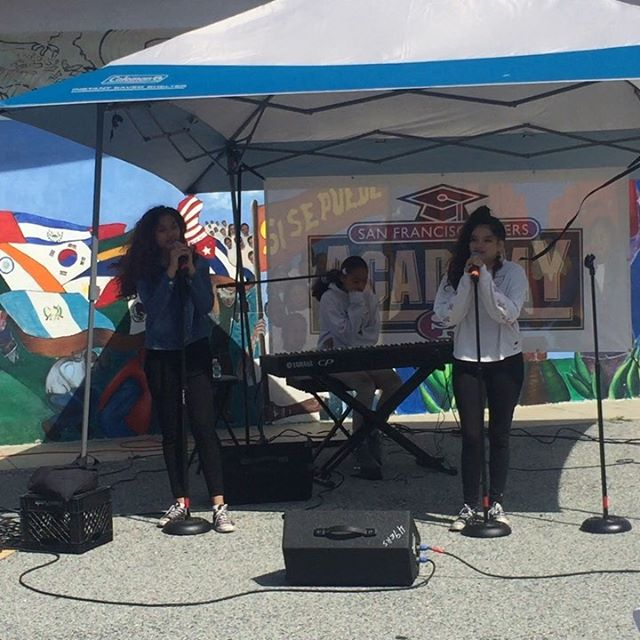 John and the @49ersacademy have been nurturing and supporting students to bring out their raw talent. These young women not only helped play/sing these songs, they also starred in the musical and helped to make and direct the backdrop of the play! 🎹🎤🎬🎨