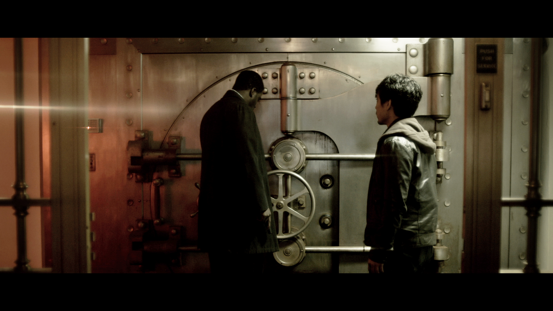 Starving - Linc and Lee inside the infected bank