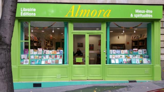 Almora est une librairie ouverte à différentes traditions d'Orient et d'Occident
