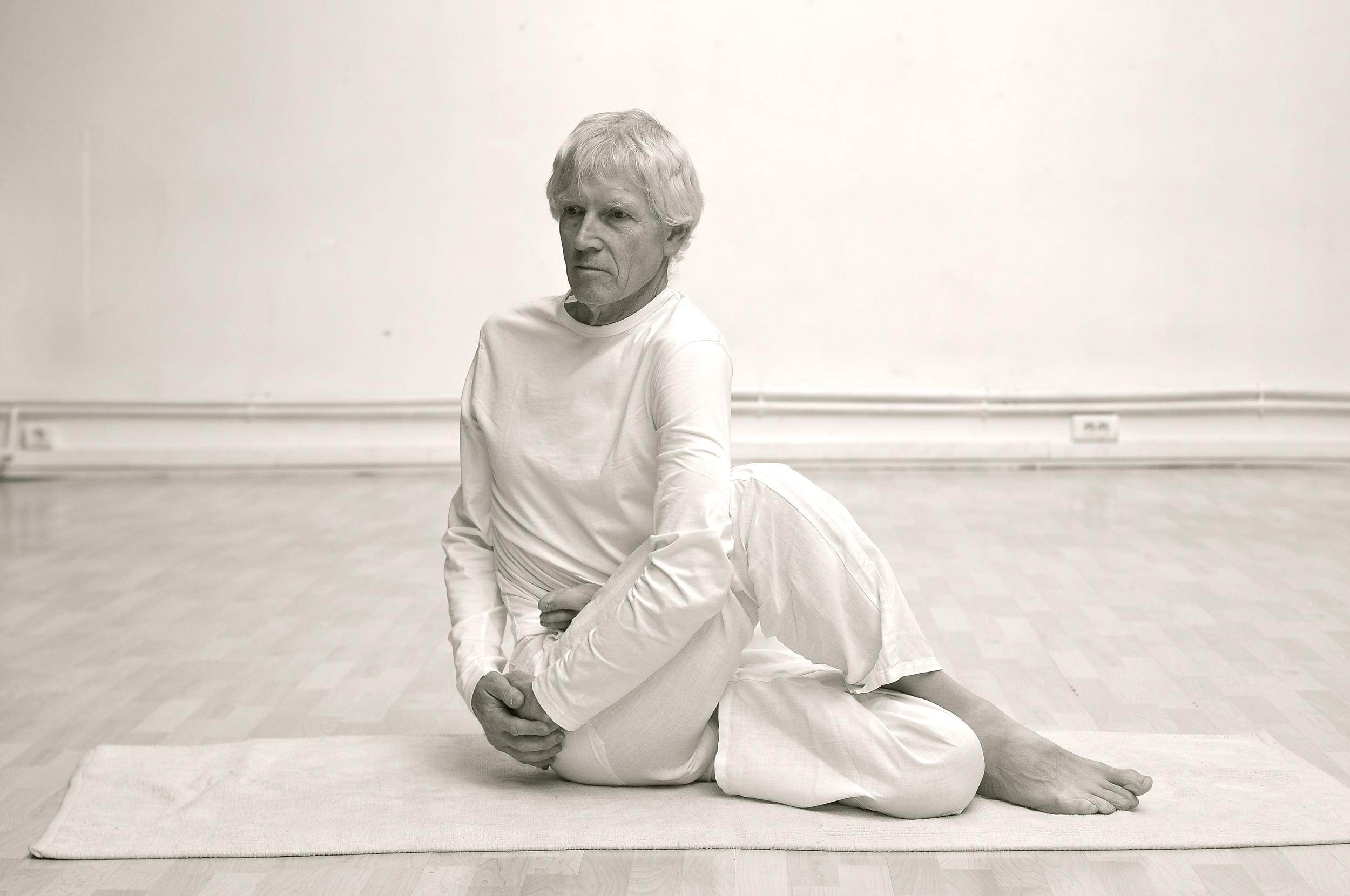 matsyendrasana-posture-tortion-paris-yoga.JPG