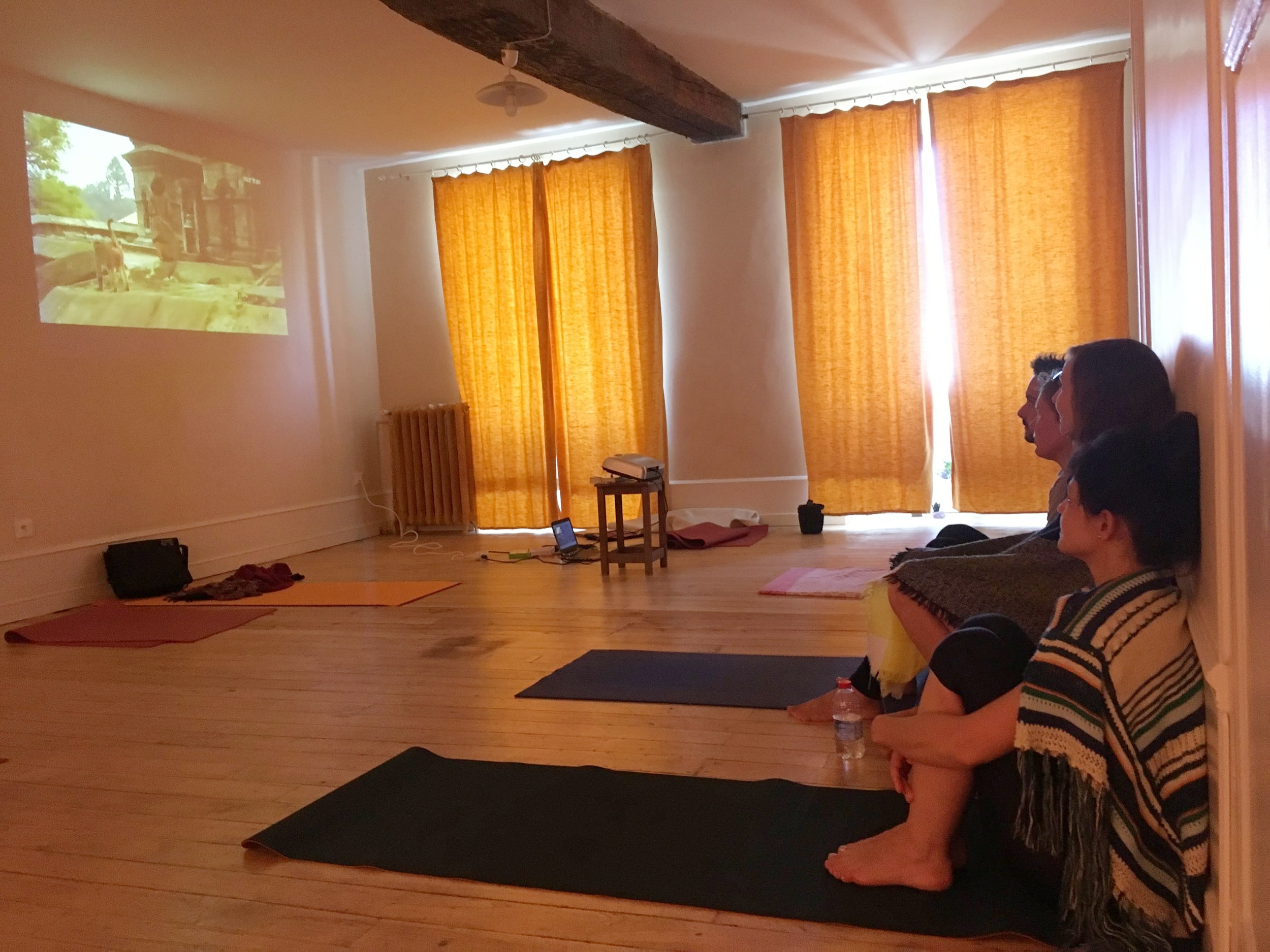 documentaire-yoga-stage-meditation.jpg