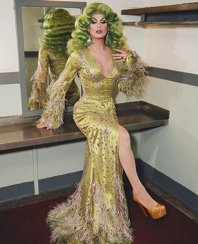 Green with envy? Created this custom gown for my BK sis @scarletenvy for the reunion of Drag Race airing tomorrow night on @vh1 📸 @britterst Hair @thedragdandy Shoes @louboutinworld  Special thanks to @lilithlefae for tirelessly helping me sew all these dyed ostrich feathers onto this gown.
