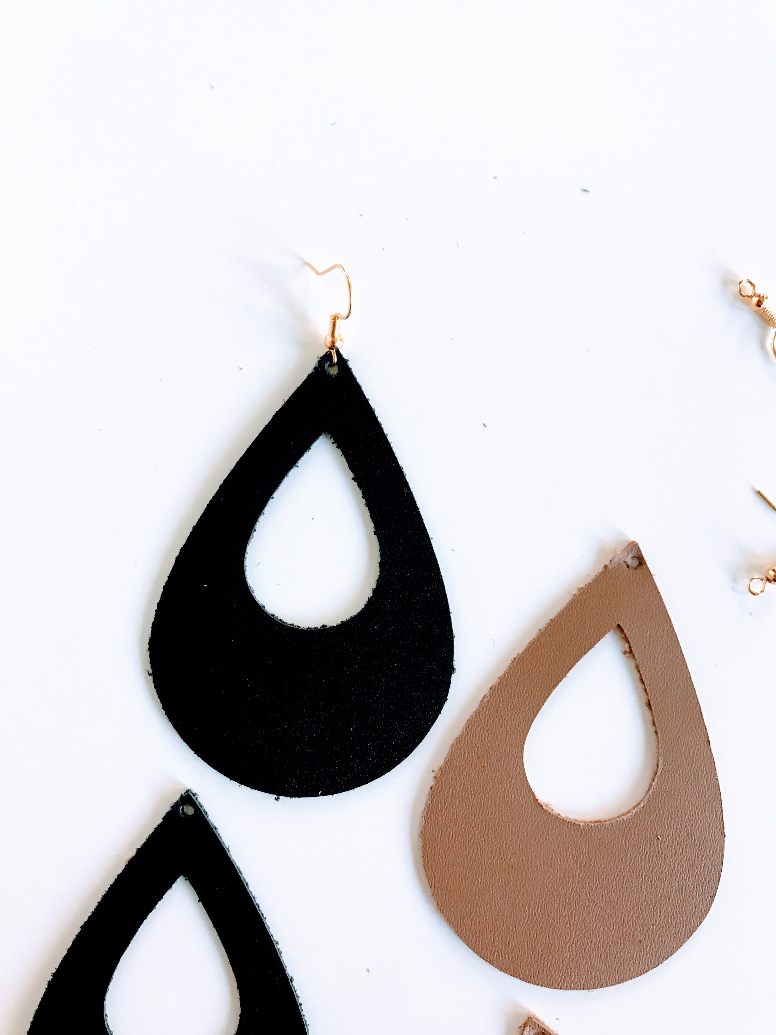 Download SVG OPEN TEARDROP LEATHER EARRING TEMPLATE — melissa voigt