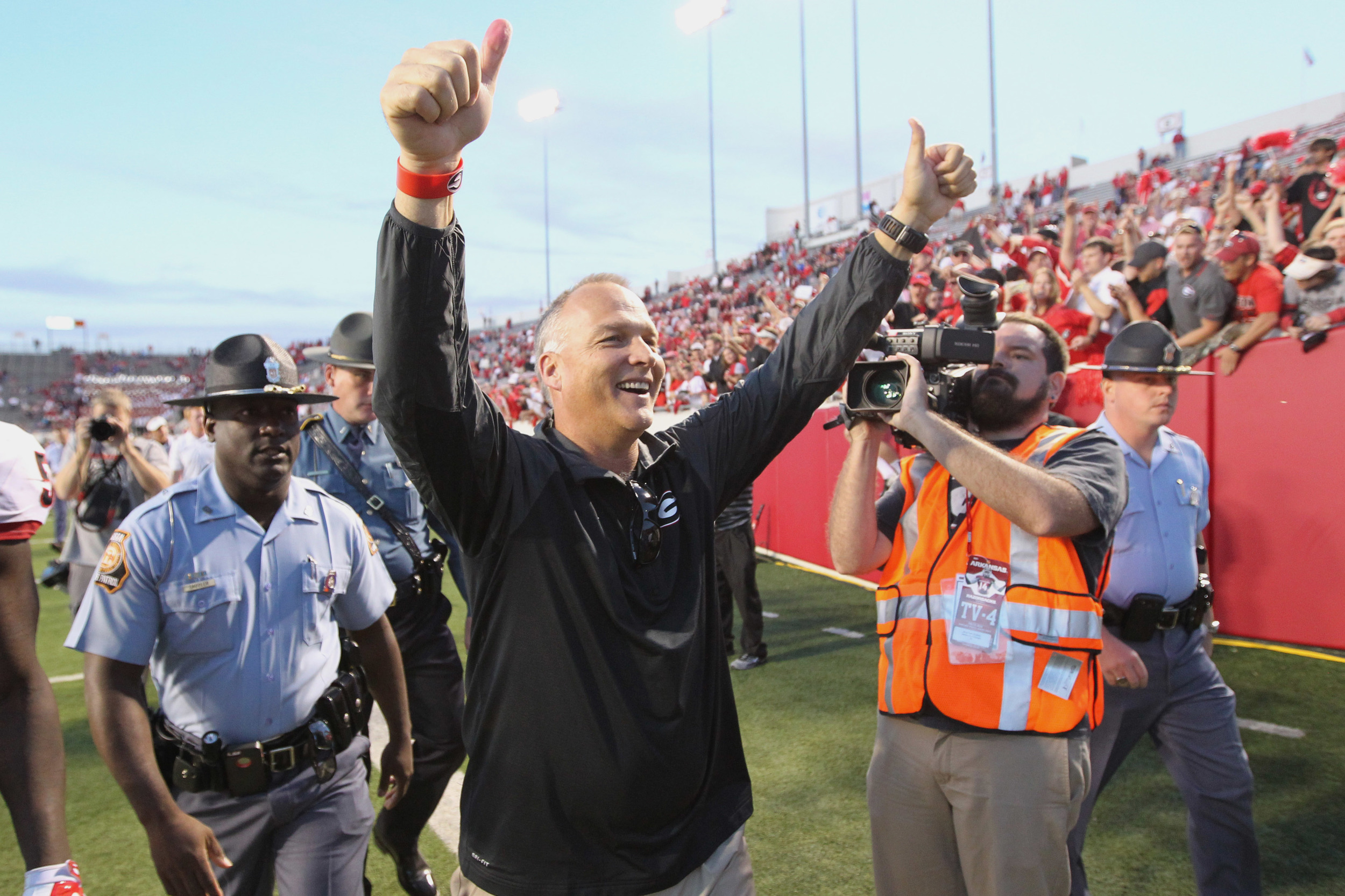 After the game, Coach Richt took his players out for pizza. 14 players were arrested along the way, including Bret Bielema. The charge was for Grant Theft Pizza.