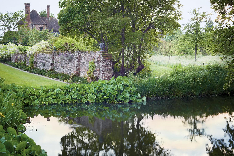 rose  & ivy journal sissinghurst garden