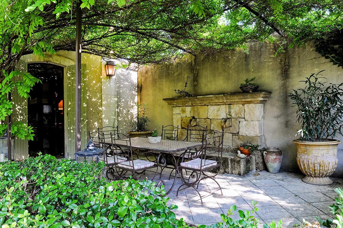 ROSE & IVY Jouranl Petit Hopital Luxury Retreats