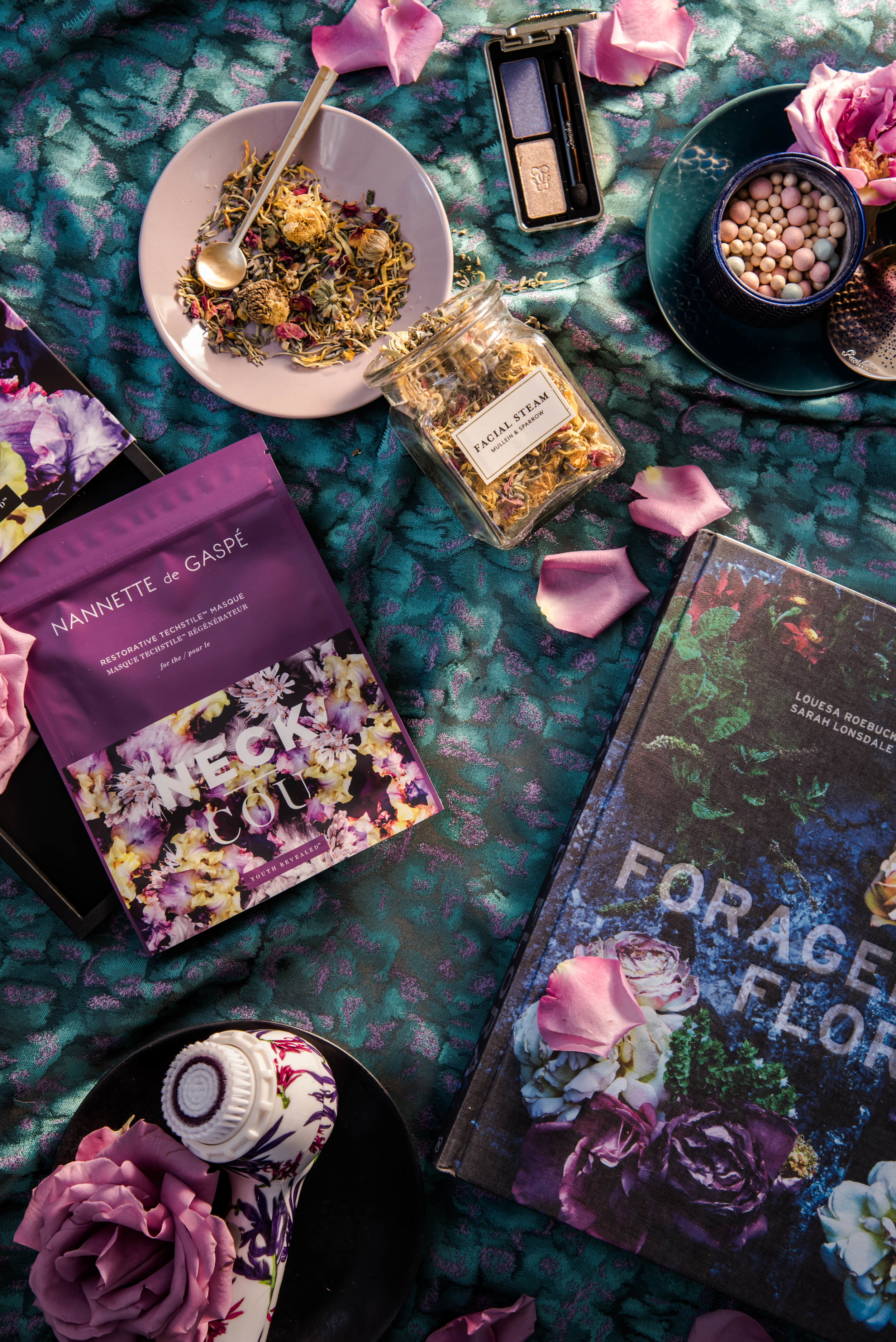 ROSE & IVY Journal Gift Guide The Mood Dark Florals