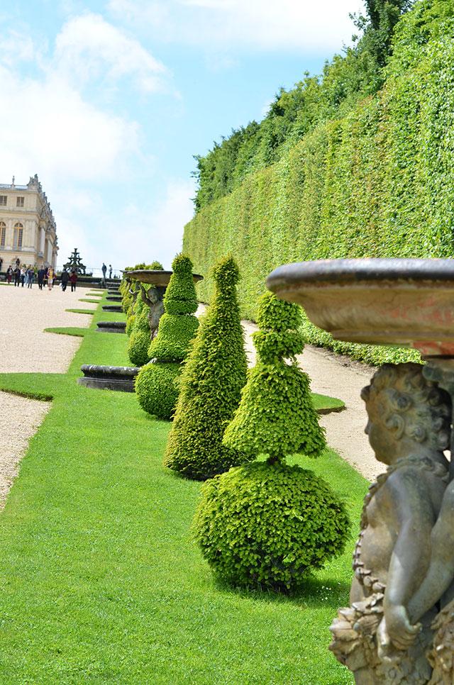 Heart-of-Gold-The-Grandeur-of-the-Gardens-of-Versailles-4.jpg