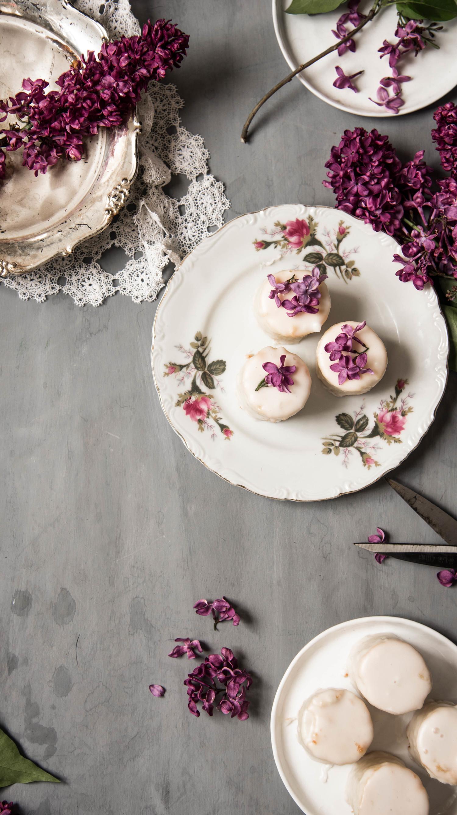 ROSE+&+IVY+Journal+Vanilla+Petit+Fours+A+Mother's+Day+Dessert+Idea.jpeg
