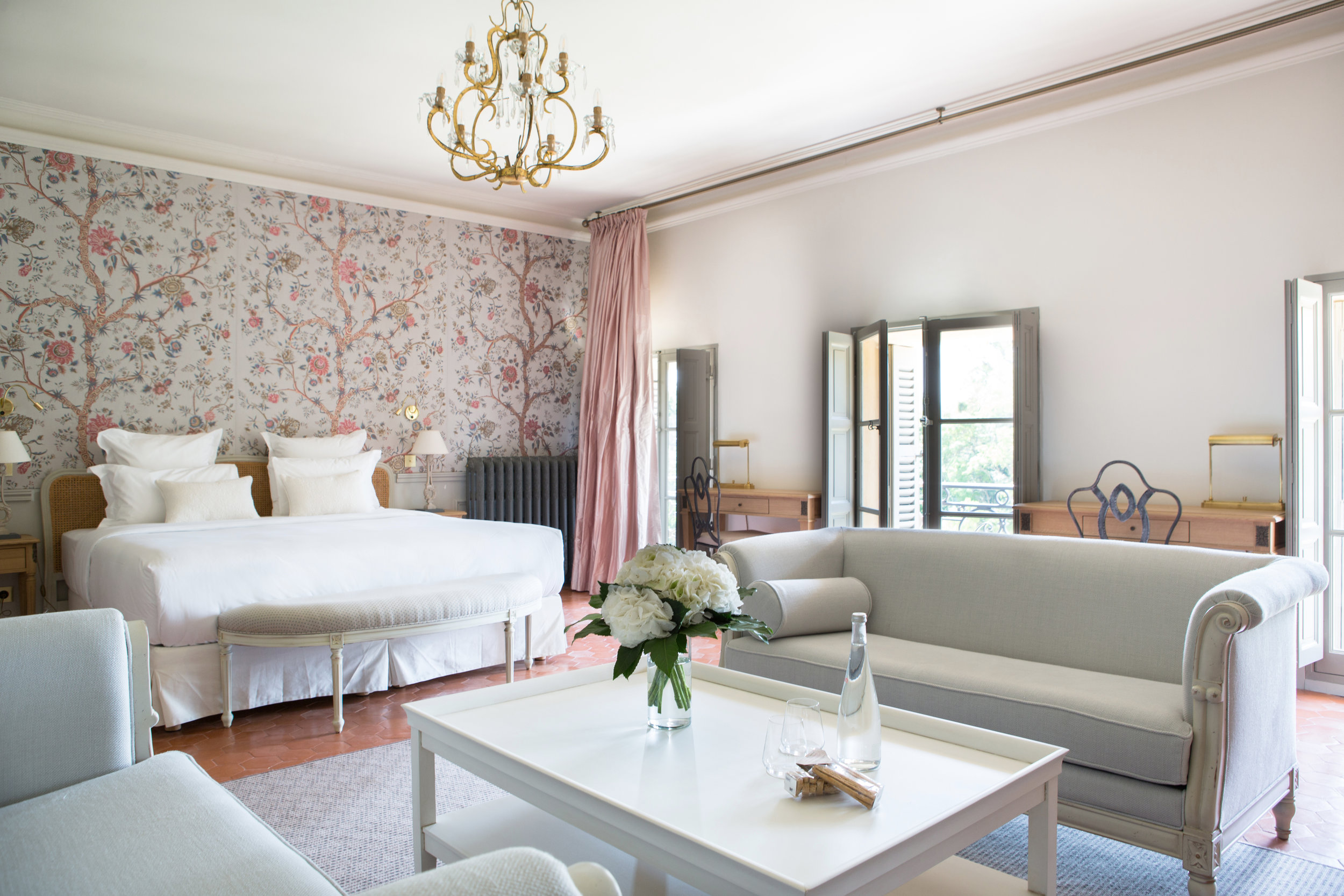 ROSE & IVY Journal Escape to Chateau de Fonscolombe