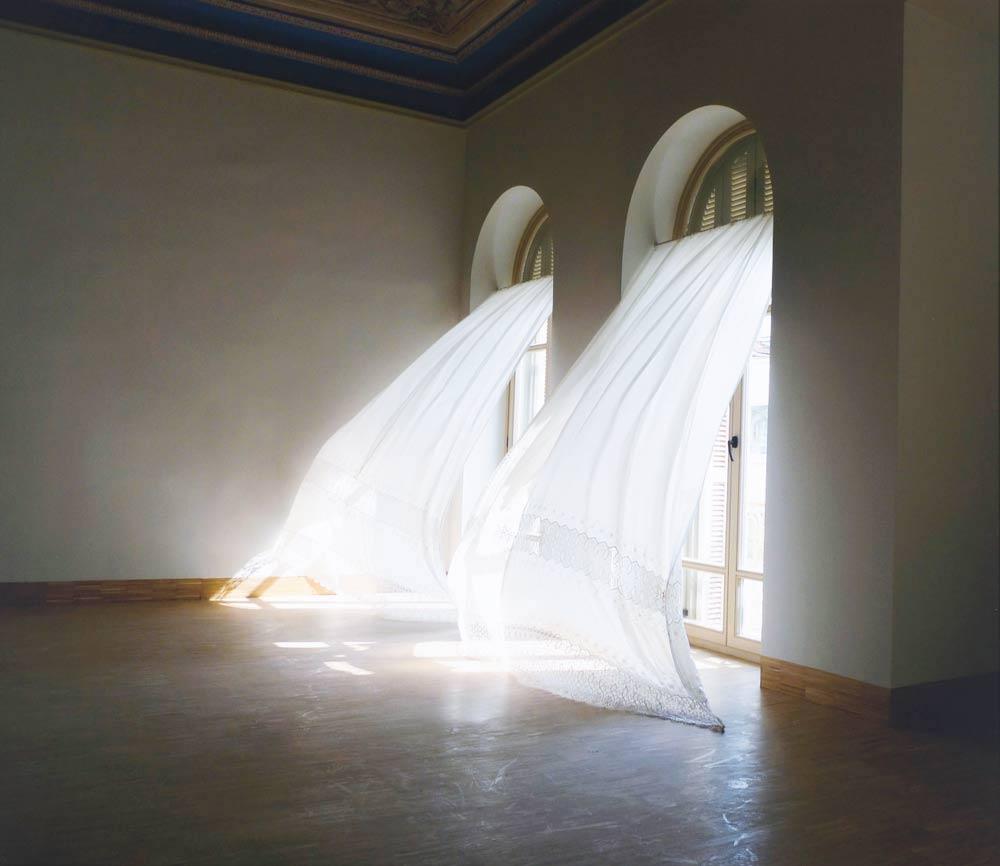 Oracle-Fox-Sunday-Sanctuary-White-Interiors-Exteriors-White-Wanderlust-2.jpg
