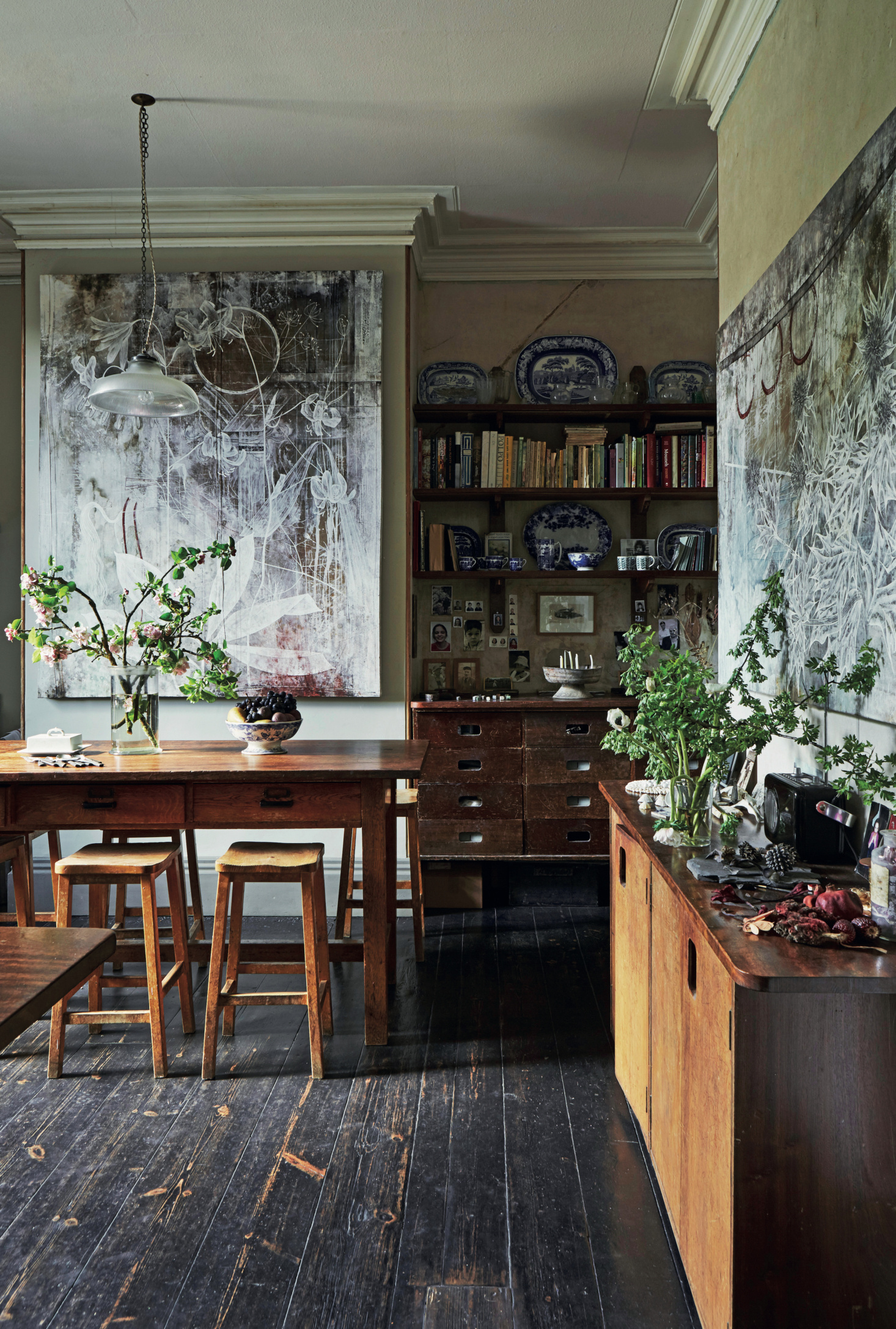 ROSE & IVY Journal An English Home Dripping with Botanical Charm