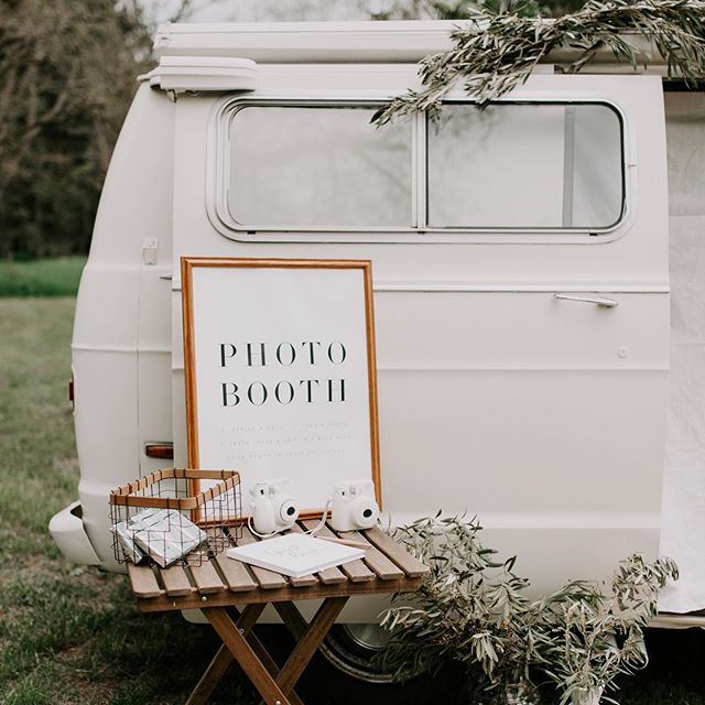 The most fun guest book & wedding activity, photos of all your guests next to a restored vintage van styled any way you can imagine! Comes with vases, accessories, and table, a sign, and the instamax Polaroid to document all your guests! 📷 Pricing and info on our website! Swipe to see the cutest bride and groom! 🖤