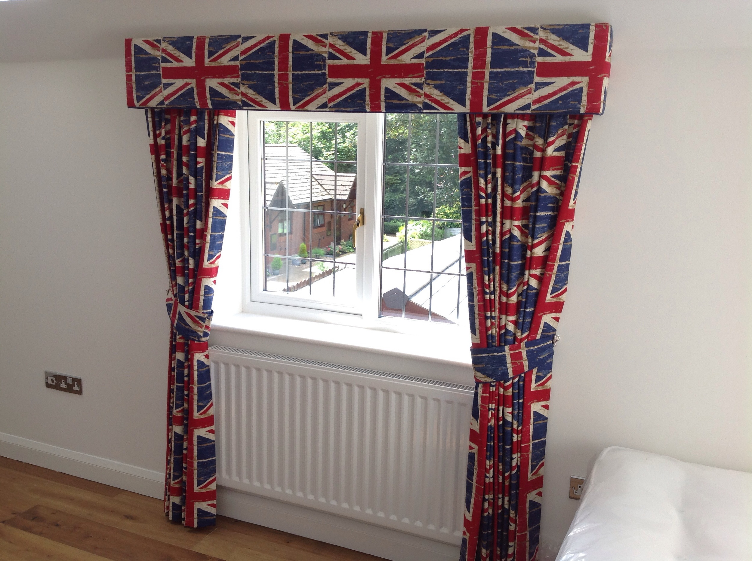 Childs bedroom Essex board Pelmet, curtains & matching tie backs