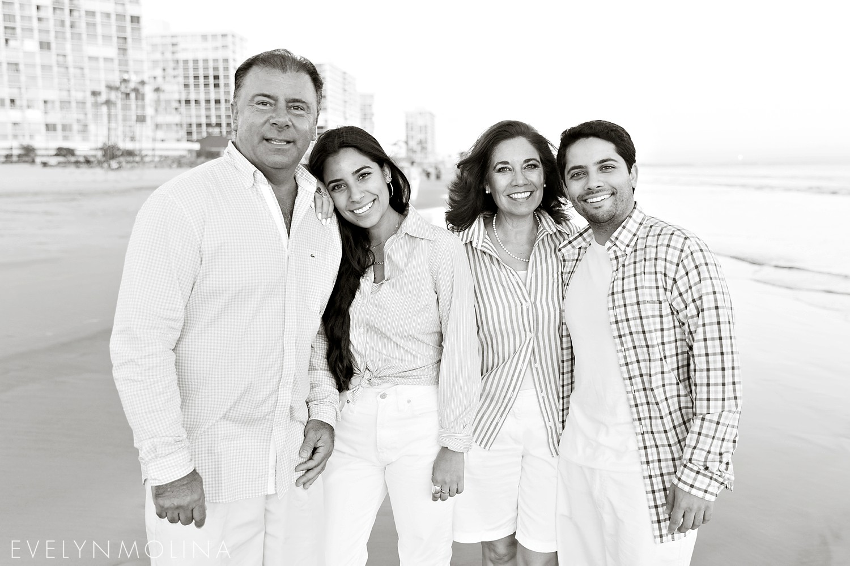 Coronado Family Portraits - Suzette Valle_0010.jpg