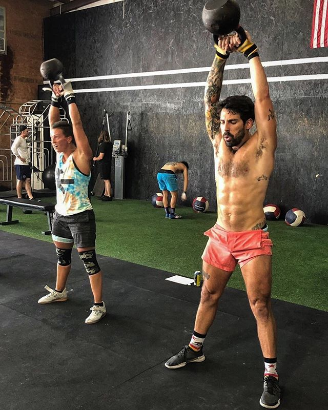 All the way up on a Tuesday! // #fruitloop #kettlebell #gayswholift #gaycrossfit #outintheopen