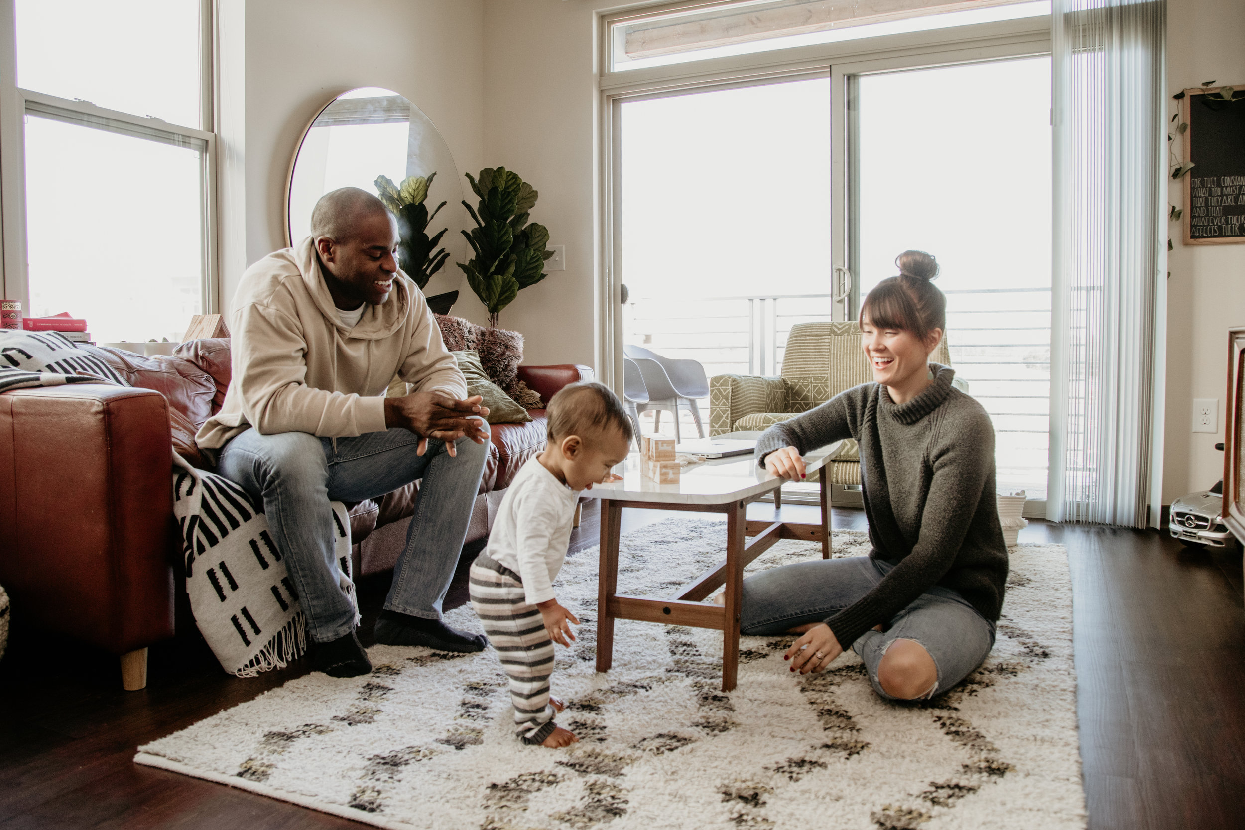Family session can be stressful, but it shouldn't be! I know you want your pics to turn out, you're trying to organize everyone and get out the door in one piece, its hard! Below are some pointers on how to have a successful family session.
