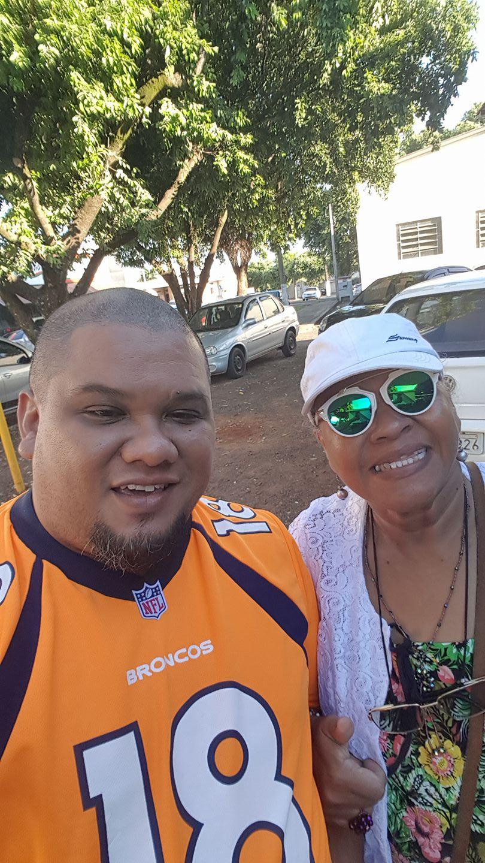 Julio Junior e sua mãe Carmem Célia