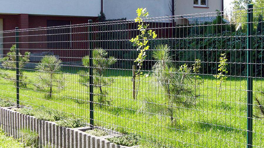 Grønn eller sort farge som passer til både hus og hage