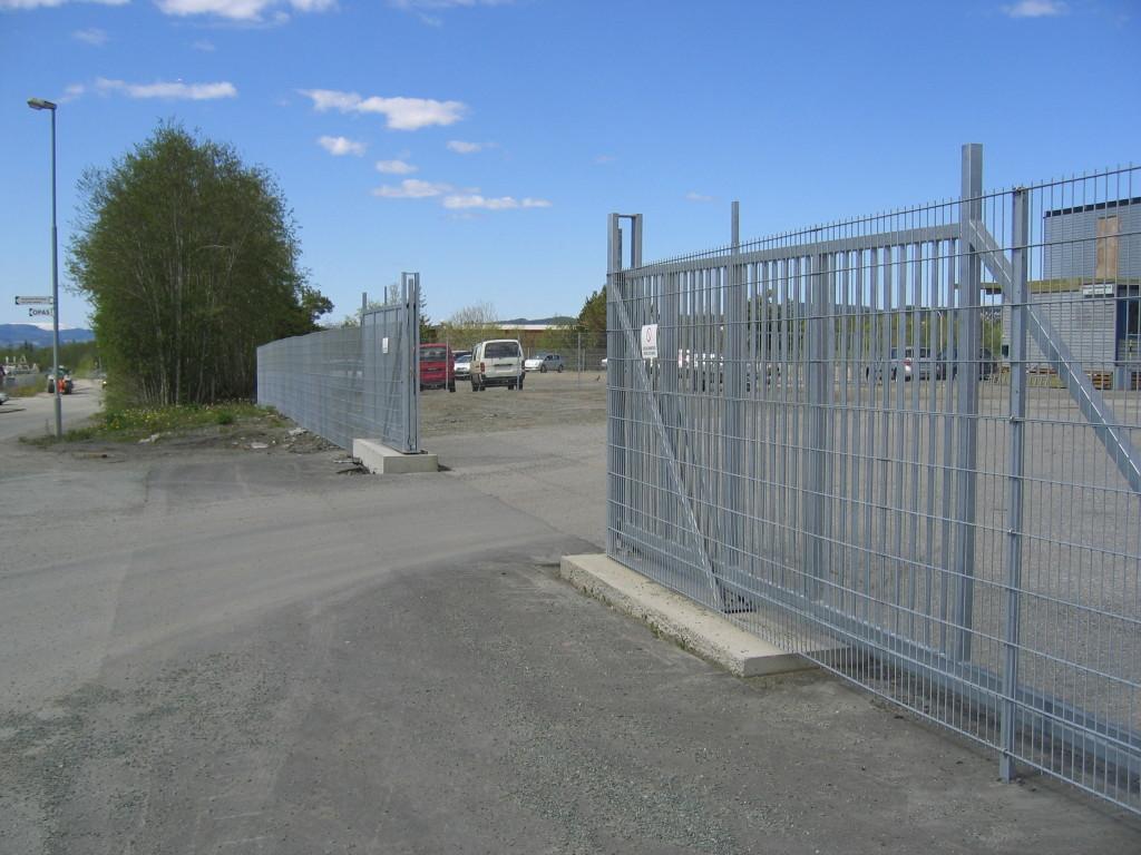 Manuelle skyveporter kan kombineres med panelgjerder
