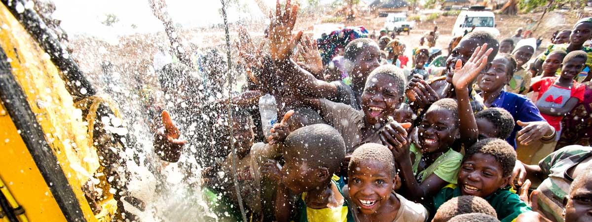 131030_charitywaterMalawi_EH_6261200x450.jpg