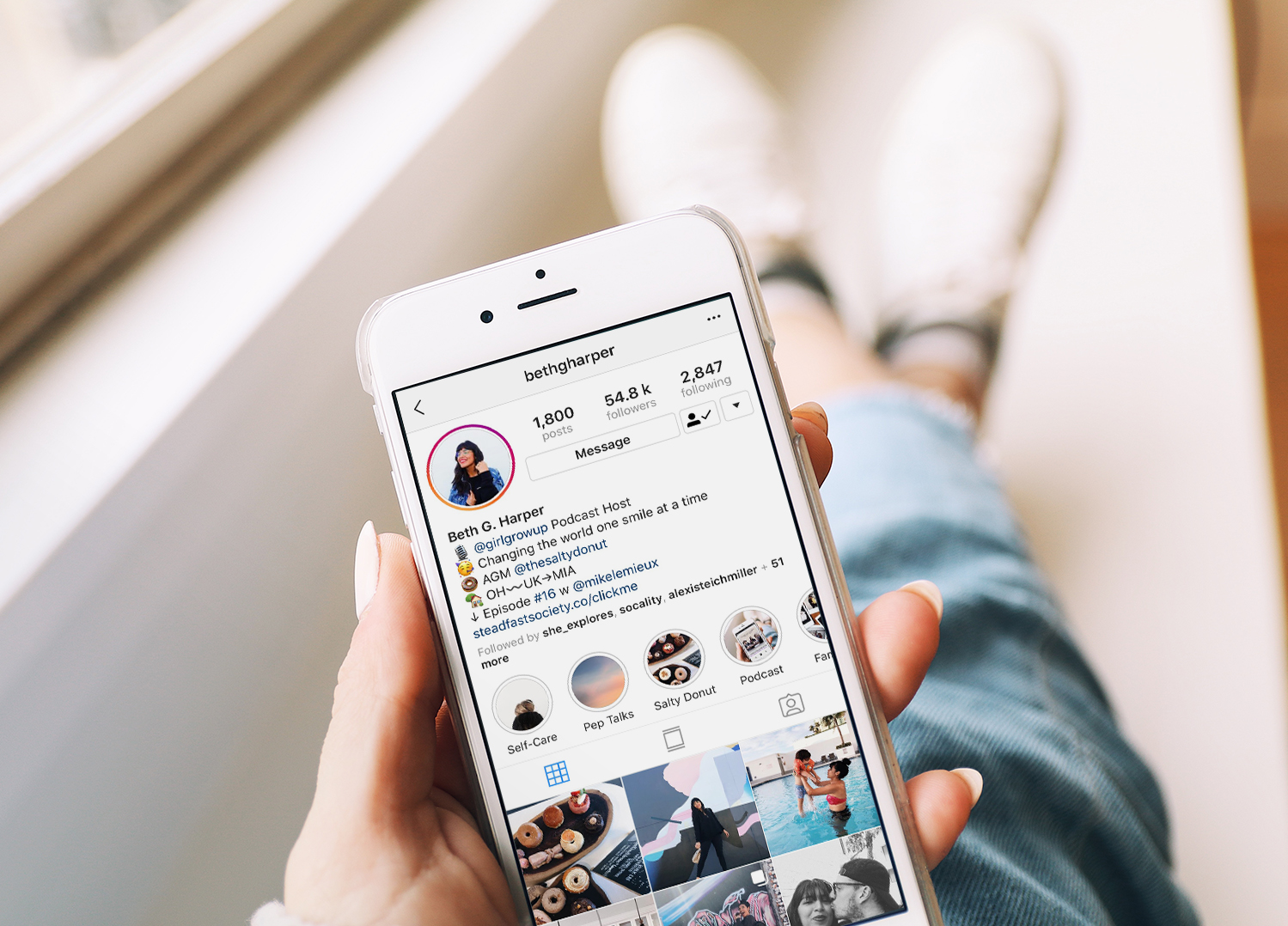 INFLUENCE with instagram - Want to stand-out on Instagram? You're just itchin' to share more about your blog or business online. This little app can be so much fun and really take you ideas places. I'll help you become influential on Instagram.