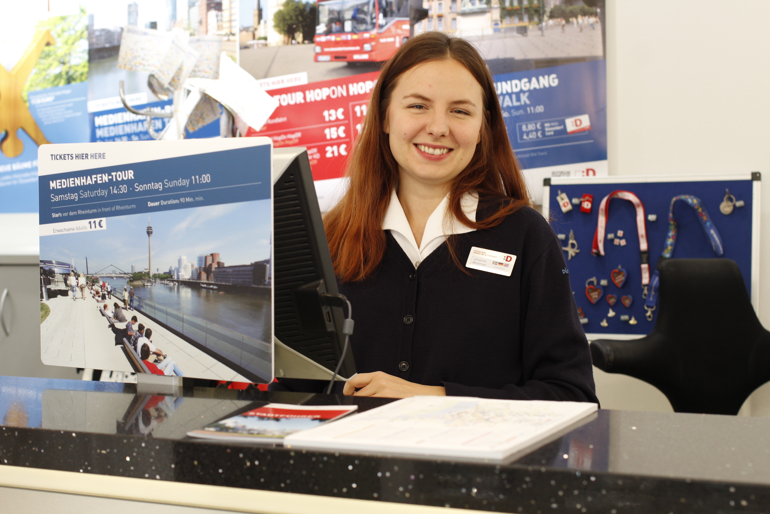 Johanna Wretman på turistinformationen i Düsseldorf.