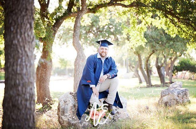 Congrats class of 2018!! You did it!! #guystakeseniorphotostoo #photosformom #seniorclassof2018🎓 #alaughphotography #alaughphotographysenior #sanantoniosenior #univeristyoftexassanantonio
