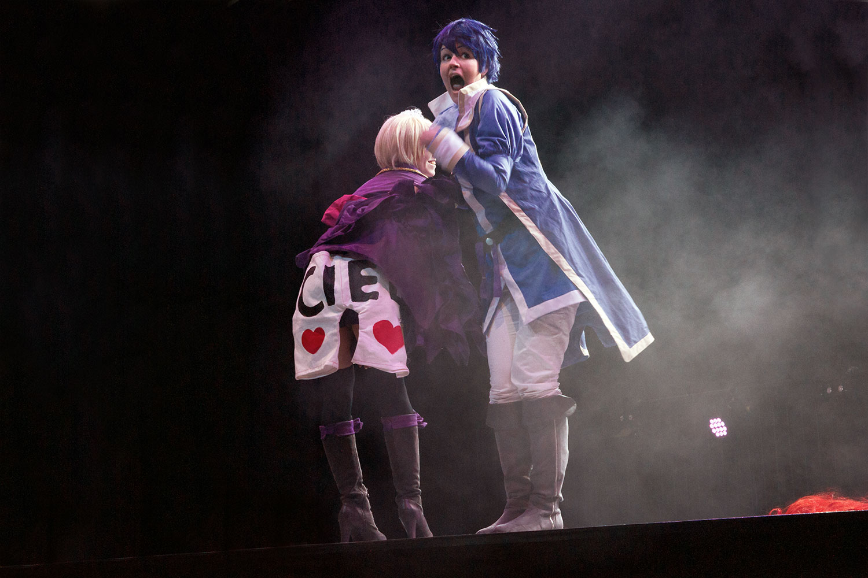 Alois und Romeo aus Kuroshitsuji Romeo x Juliet belegten den zweiten Platz (Paar) im Cosplay-Wettbewerb.