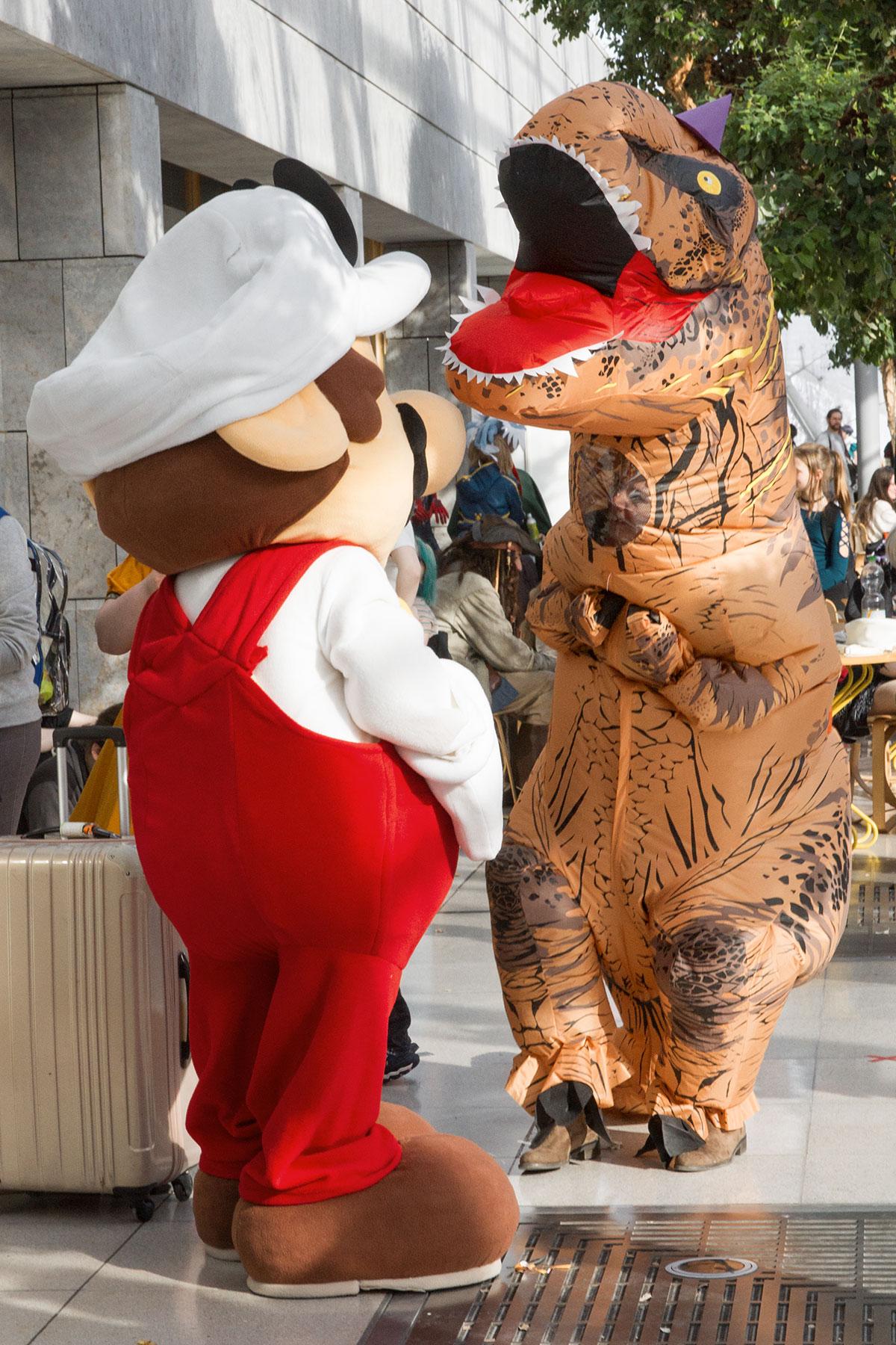 Mario versus T-Rex