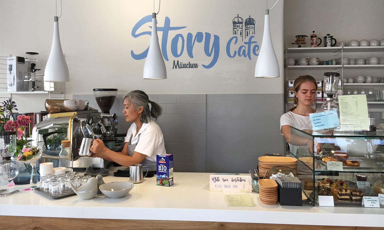 Im Story Cafe München gibt es Bio-Kaffee, -Tee und -Milch.