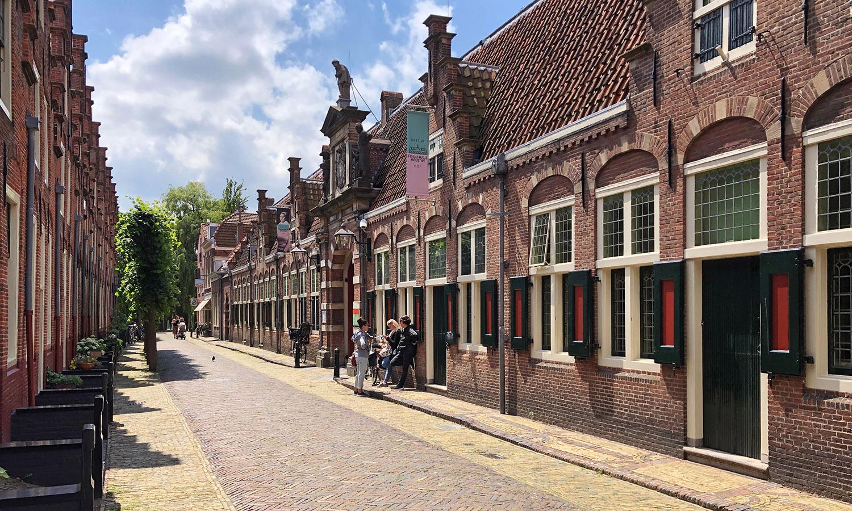 Seit 1913 präsentiert das Frans Hals Museum seine Sammlung in einem Gebäude aus dem 17. Jahrhundert.