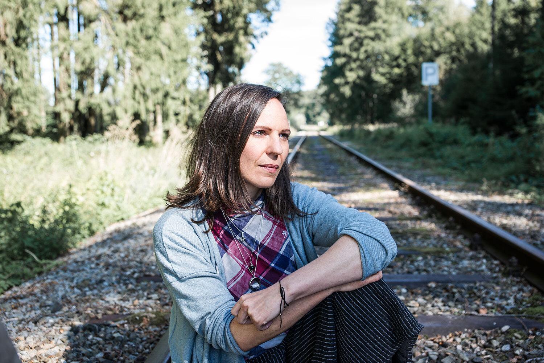 Motivsuche:  Für die Fotos zu unserem Interview haben wir nach einer sicher begehbaren Bahnstrecke gesucht …