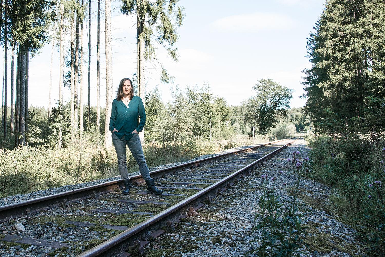 Motivsuche:  Als erstes besichtigten wir eine alte Zugstrecke bei Wasserburg am Inn. Doch dort waren die Gleise überwuchert und nur selten intakt …