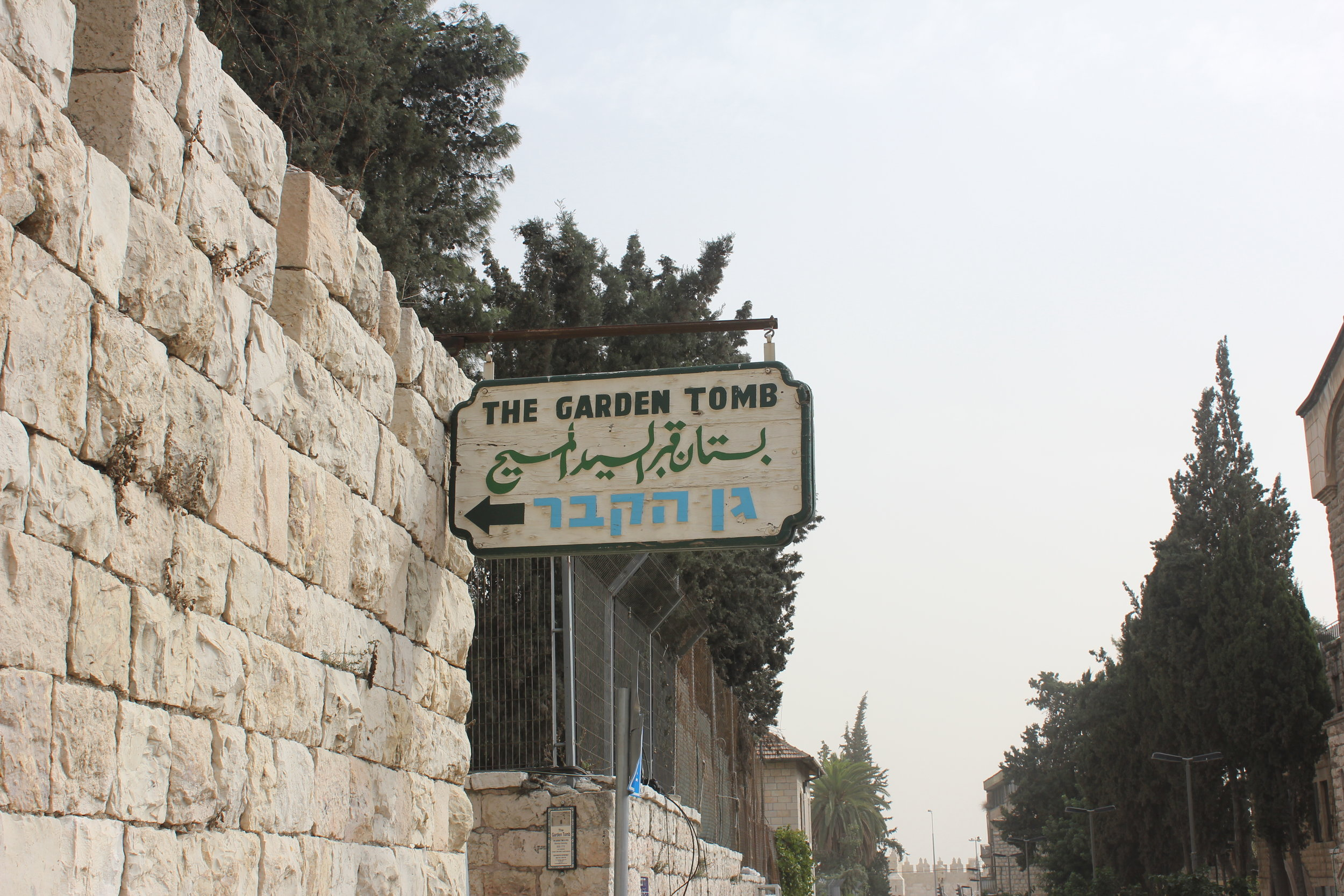 Sign for the garden tomb.JPG