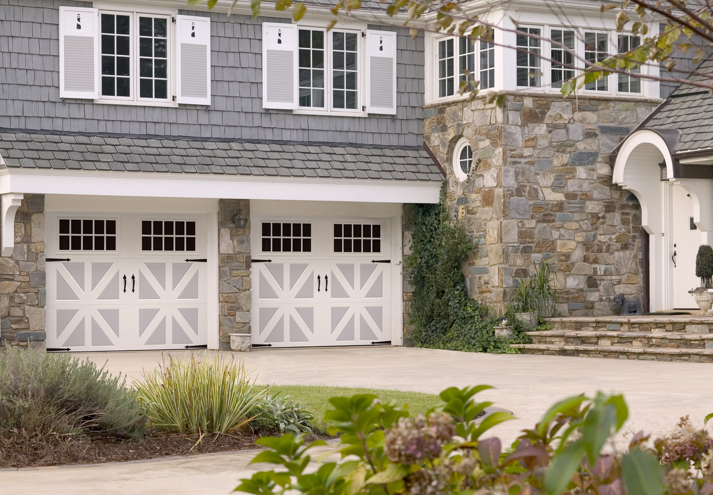 Amarr Carriage Court in Two-Tone White/Grey