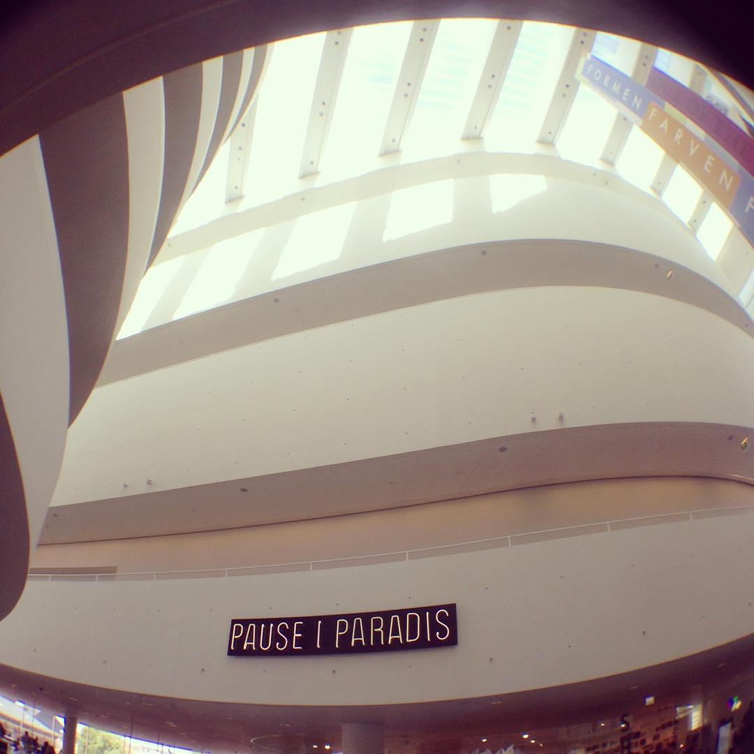 PAUSE I PARADIS, visiting the mind blowing ARoS Kunstmuseum #århus #arosmuesum #arosart (at ARoS Aarhus Museum of Modern Art)