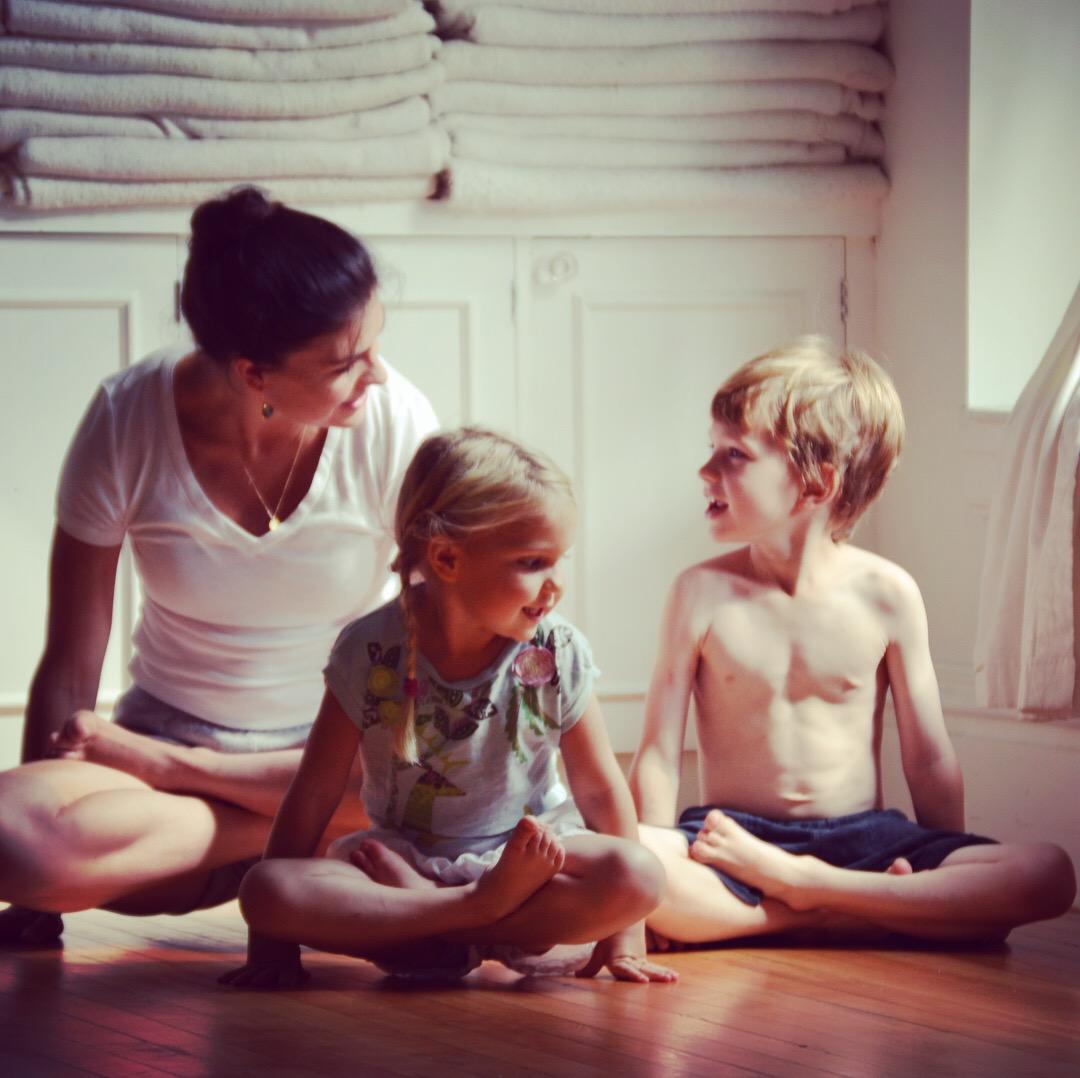 Jennifer Beaumont with her children in Tolāsana.
