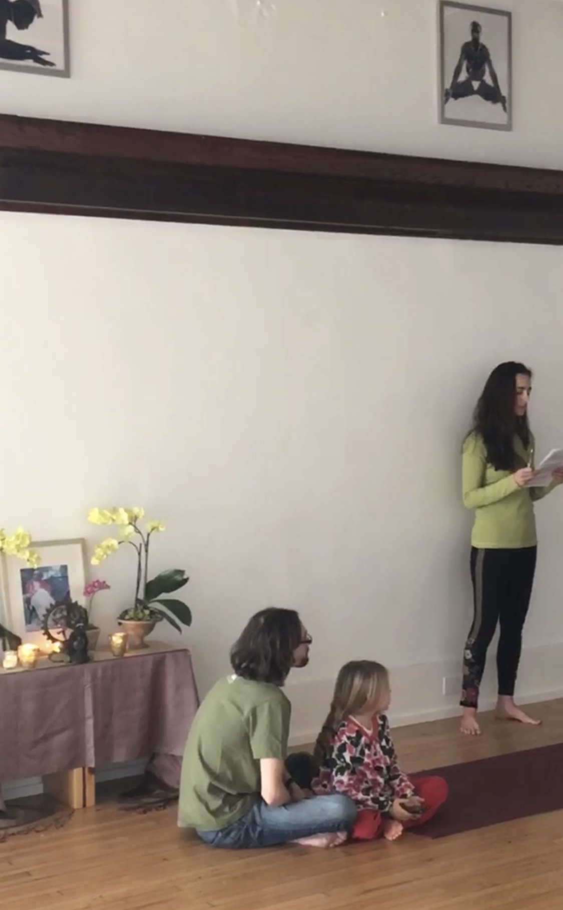 Anna Swank leading the community sharing of wisdom of Guruji