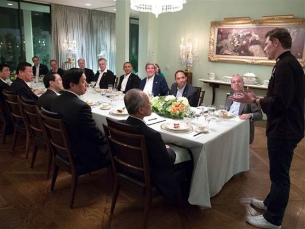 Chef Bobby Flay is introduced at the conclusion of the working dinner between President Barack Obama and President Xi Jinping of China