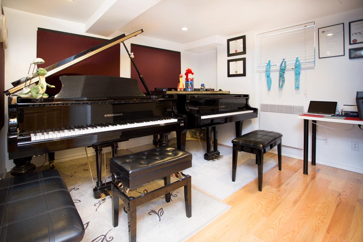 Cliquez sur la photo pourl    'agrandir .  Le salle de classe à Chapman Piano Studio, NDG Montreal.