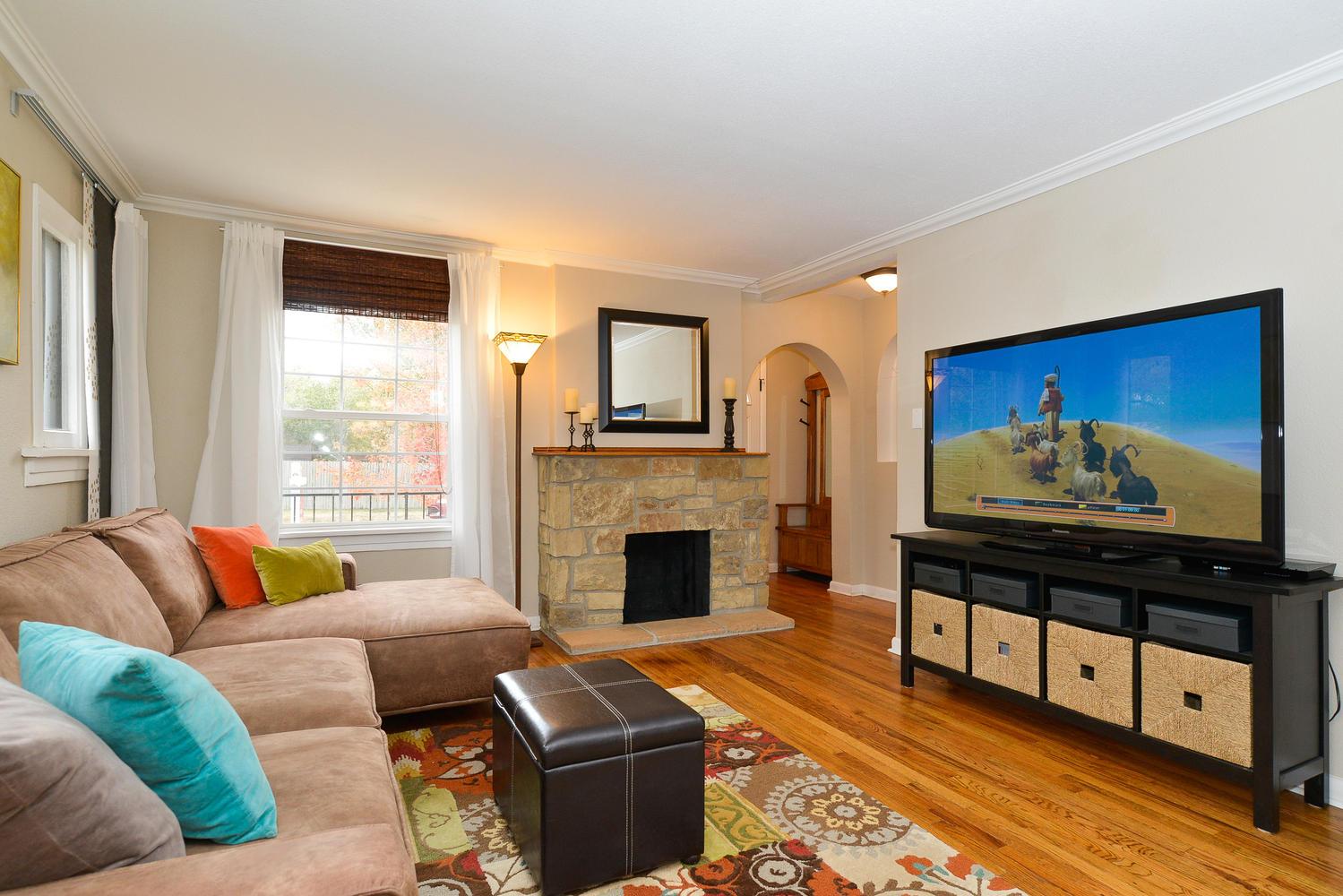 3115 E 37th Ave Denver CO-large-003-6-Living Room-1499x1000-72dpi.jpg